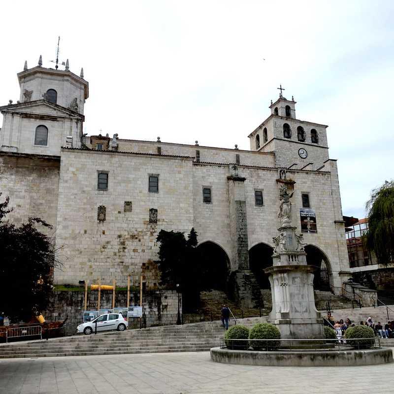Plaza Porticada (Plaza Pedro Velarde)