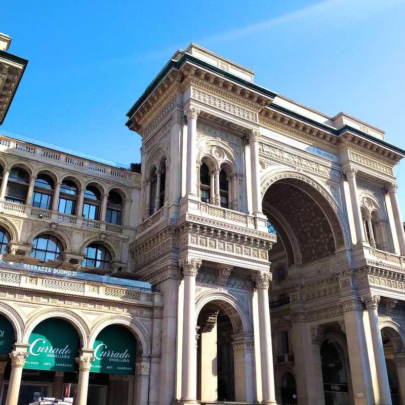 Place / Tourist Attraction: Piazza del Duomo (Milan, Italy)