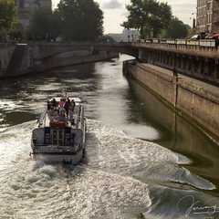 A boat cruises along the Seine