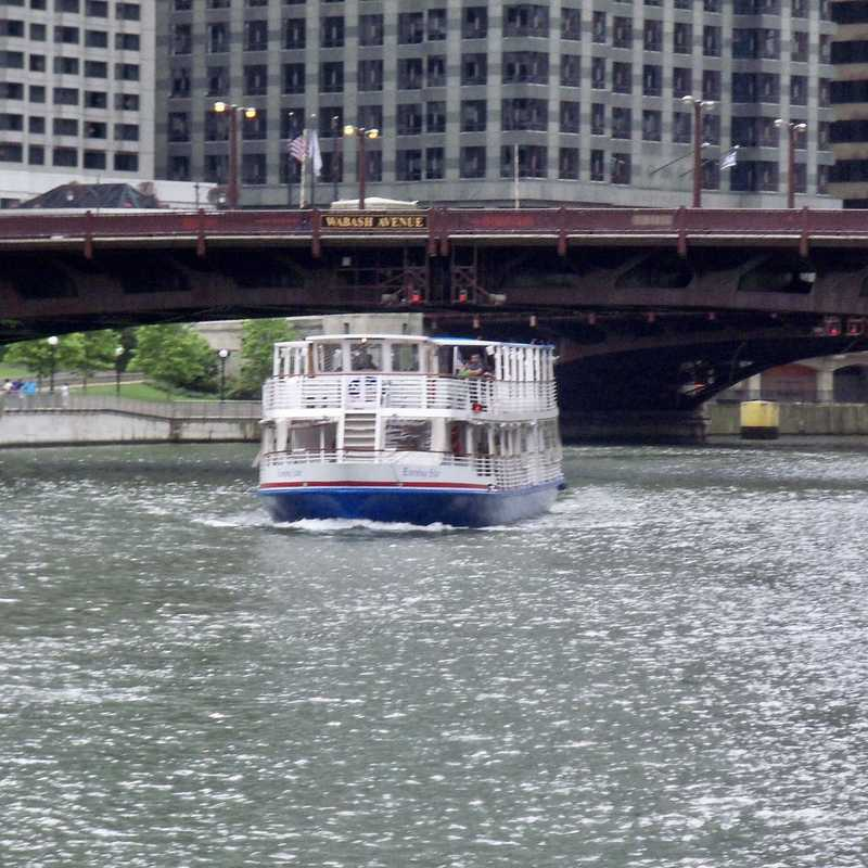 Chicago Water Taxi - Riverside Plaza