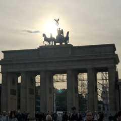 Brandenburg Gate | POPULAR Trips, Photos, Ratings & Practical Information