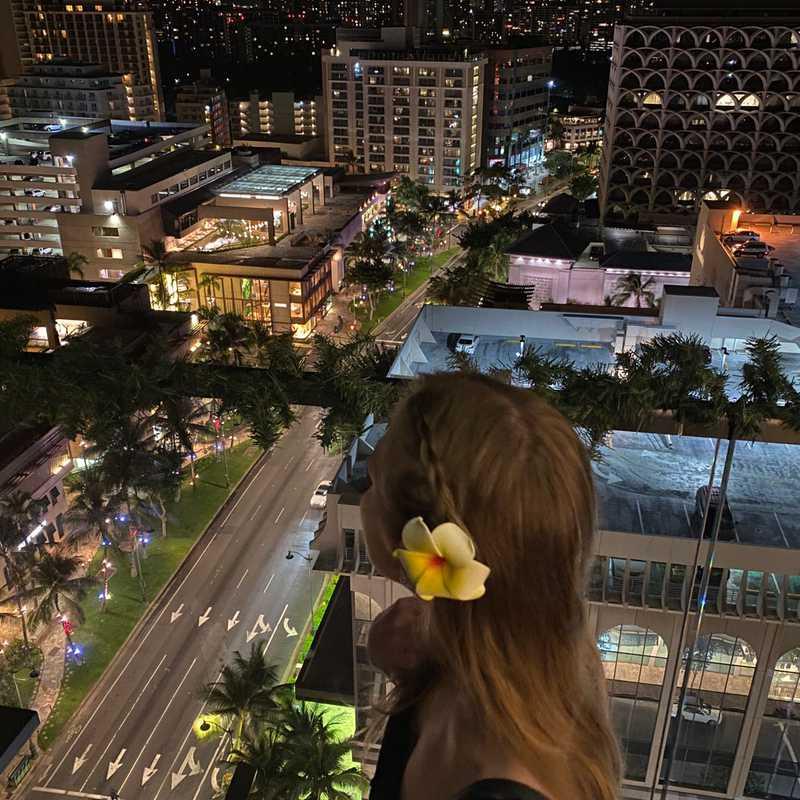 SKY Waikiki Raw & Bar