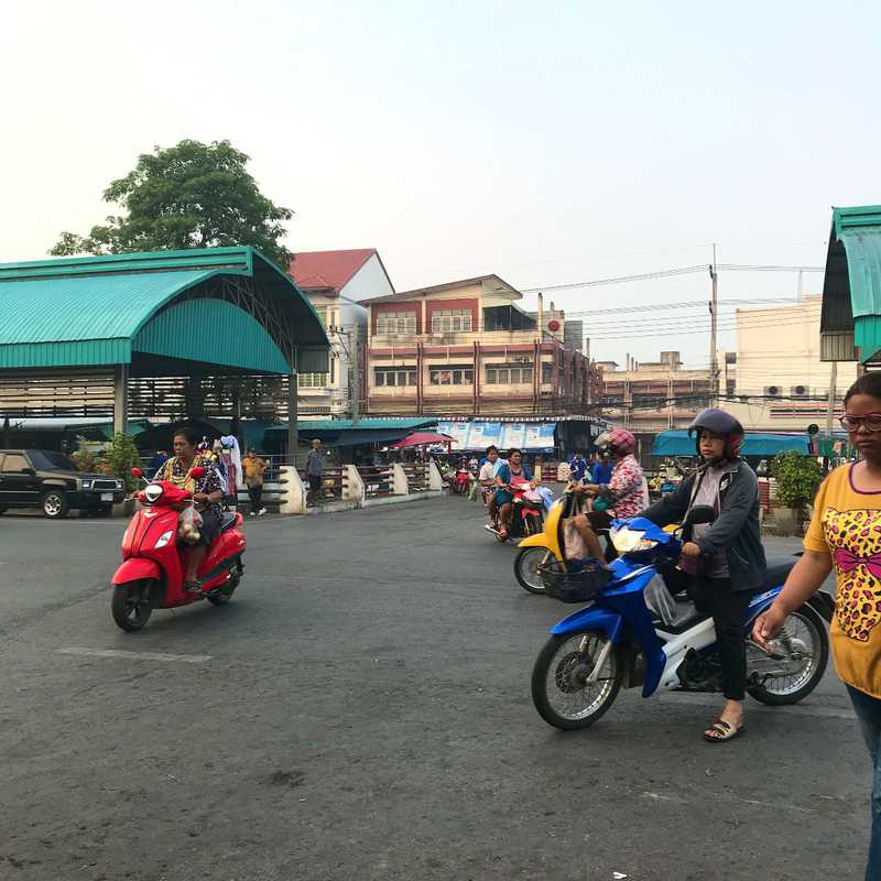 Sing Buri Khlong Thom Market