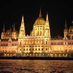 Hungarian Parliament Building | POPULAR Trips, Photos, Ratings & Practical Information