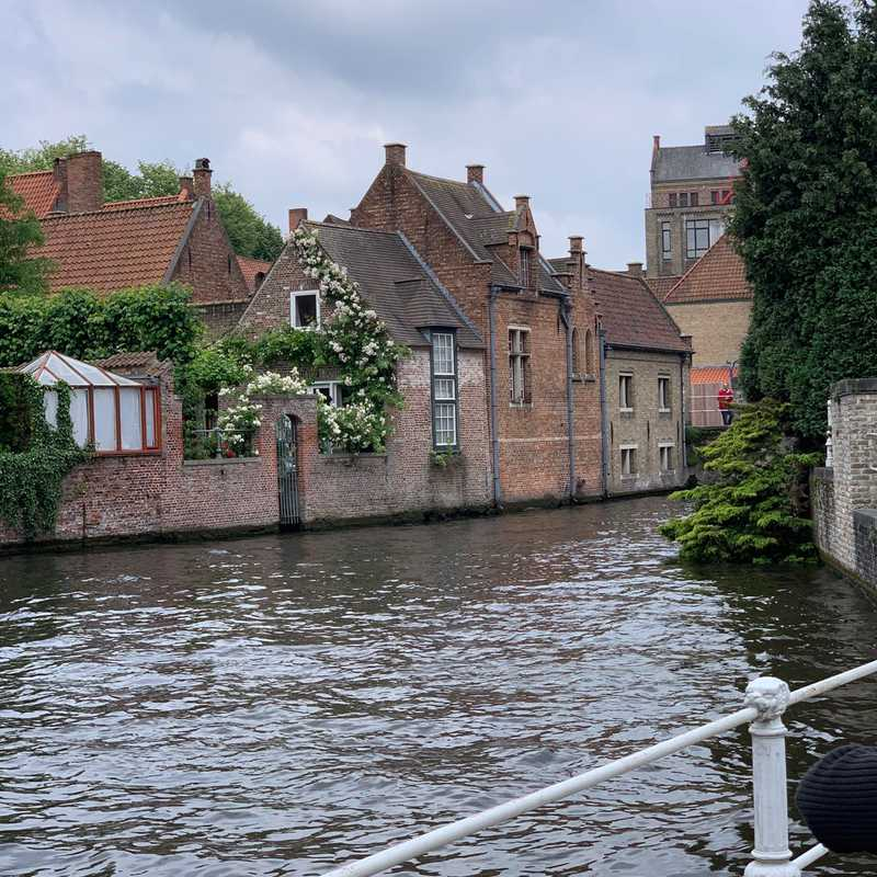 ViewPoint Brugge from the canals