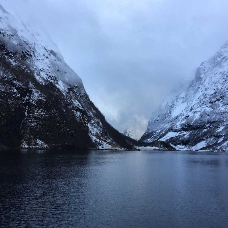Nærøyfjorden gard, feriehytter og camping.