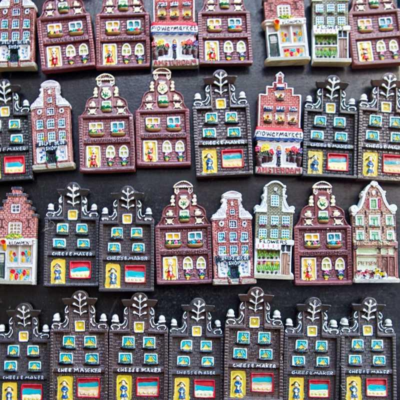 Place / Tourist Attraction: Bloemenmarkt (Amsterdam, Netherlands)