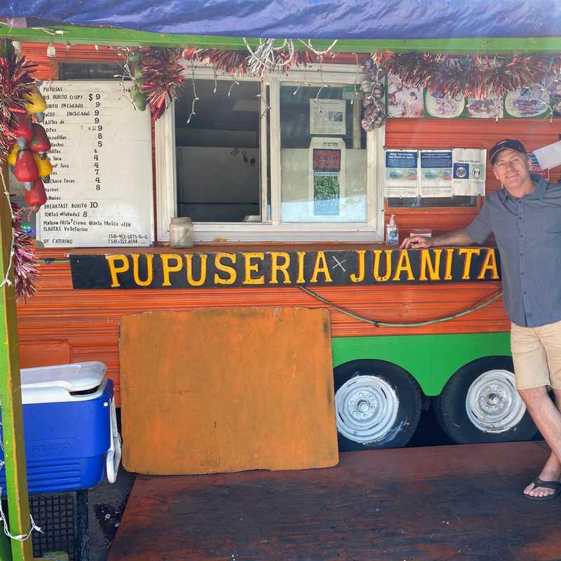 Pupuseria Juanita's