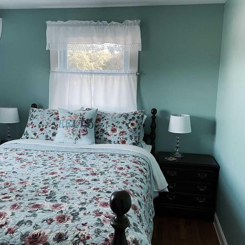 Airbnb East Hamptons w/ Pool