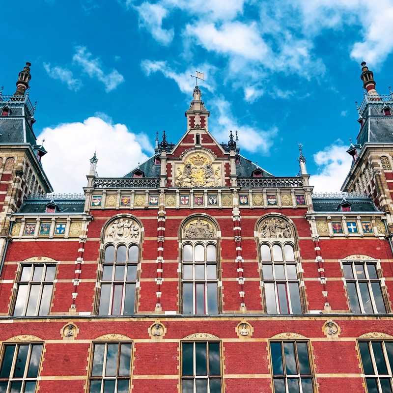 Place / Tourist Attraction: Amsterdam Centraal (Amsterdam, Netherlands)