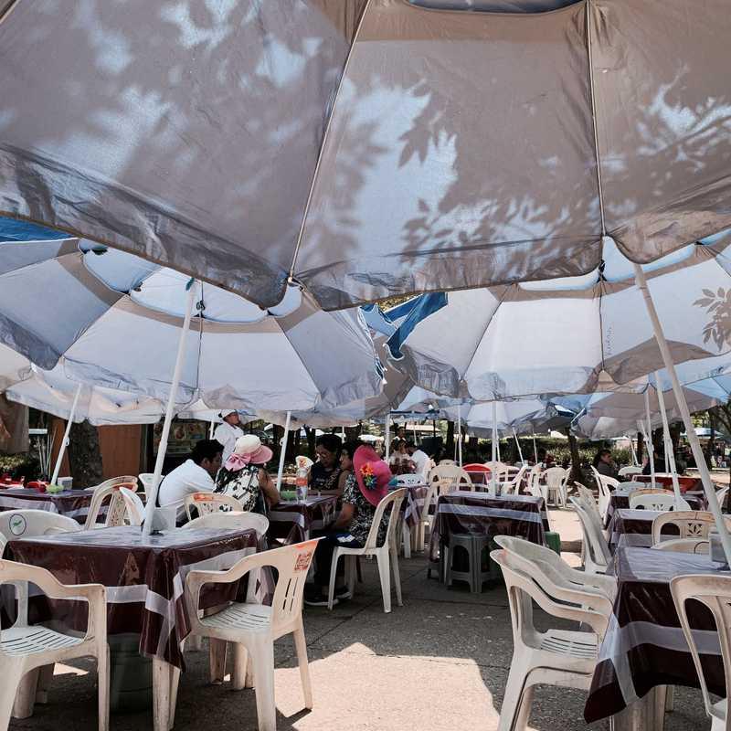 Área de comida de Chapultepec tortas mabis