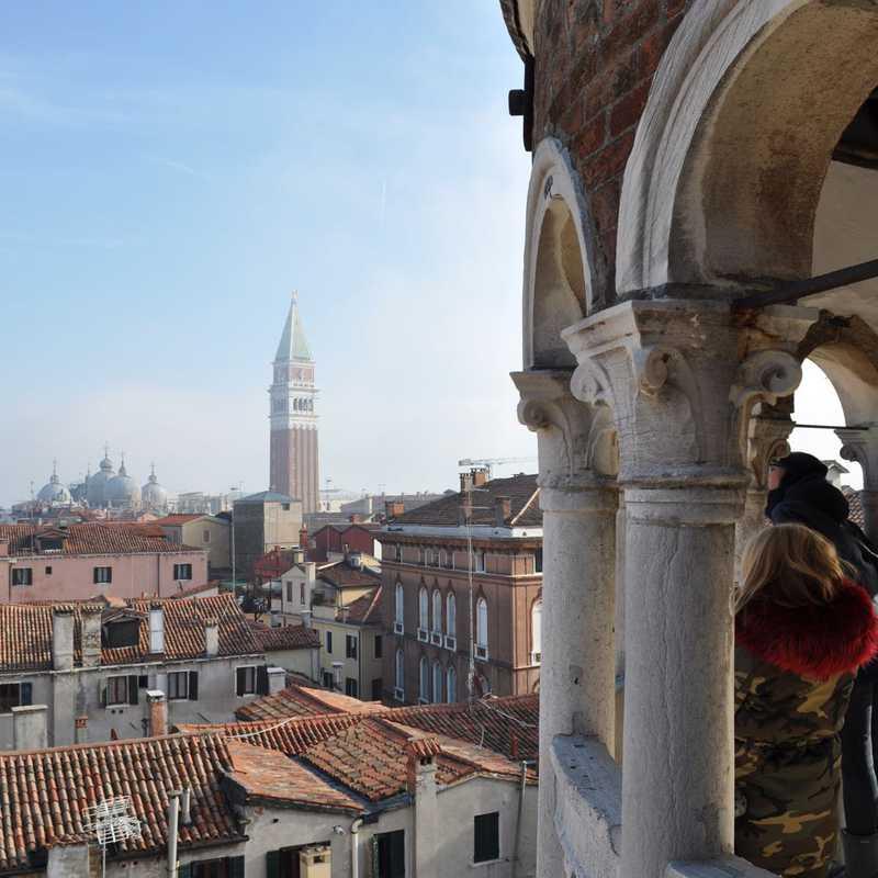 Place / Tourist Attraction: Scala Contarini del Bovolo (Venice, Italy)