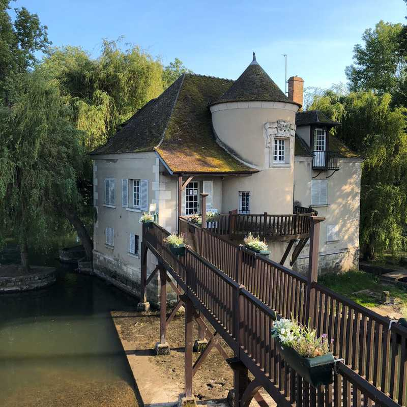 Trip Blog Post by @marie: Moret-Sur-Loing, France 2018 | 1 day in May (itinerary, map & gallery)