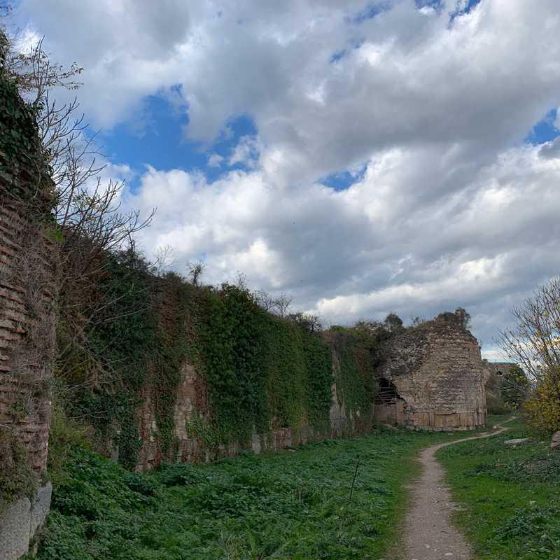 Iznik Castle
