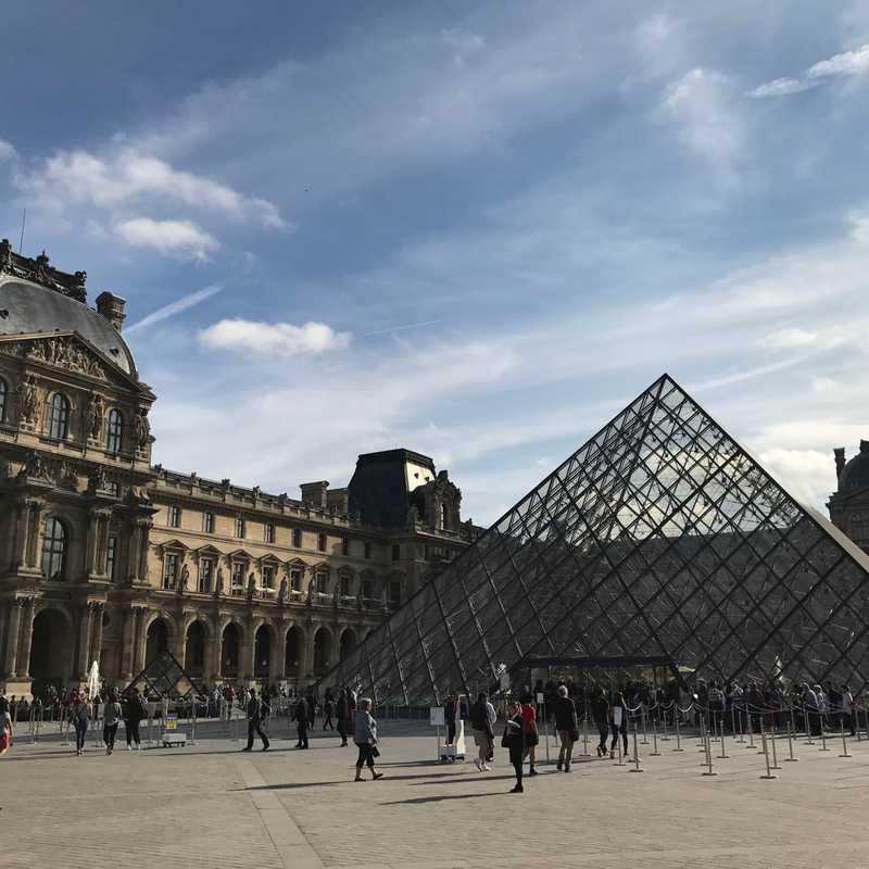 Paris Hidden Gems & Secrets Tour