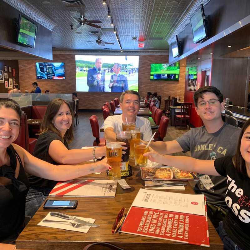 TGI Fridays Restaurant & Sports Bar