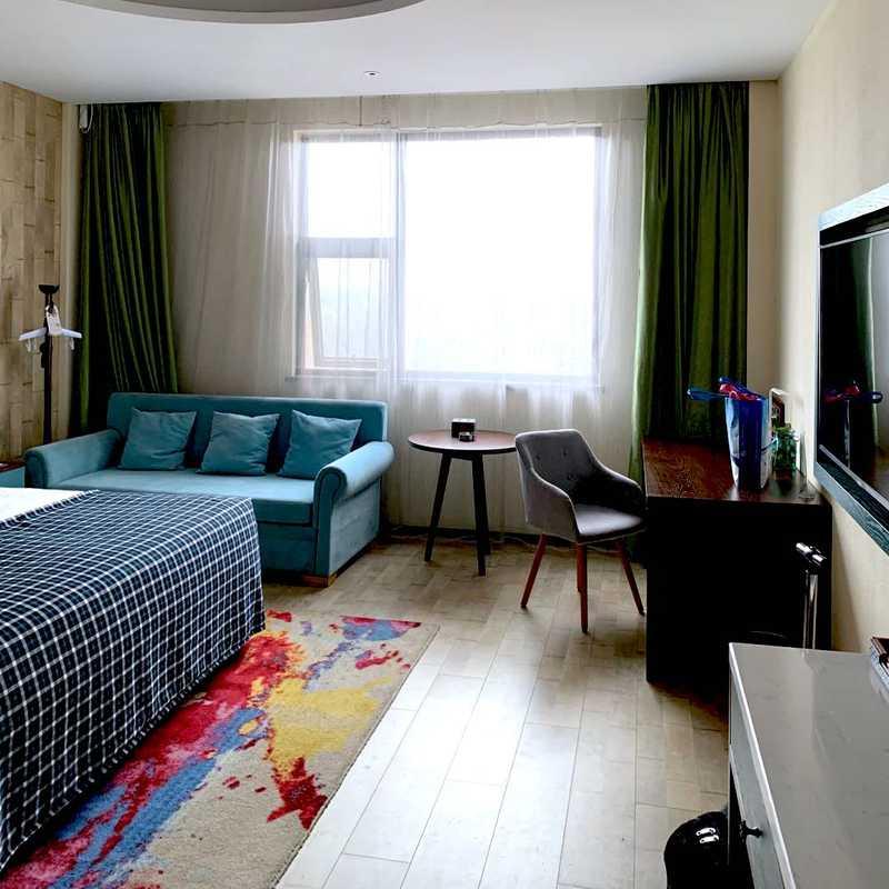 Yanyang Junxi Hotel