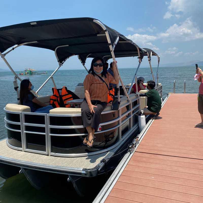 Lake Vista Floating Cottage