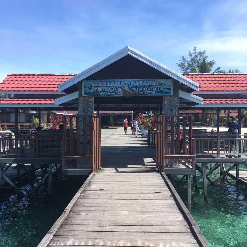 Derawan Beach CAFE & Cottage