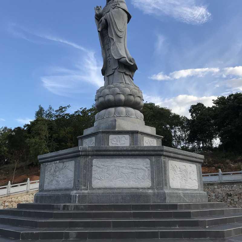 Goddess Kwan Im Statue