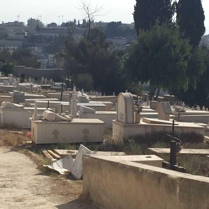 Walk to Oscar Schindler's grave