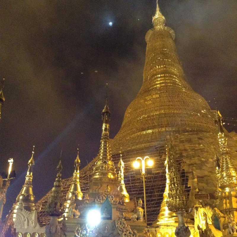 Trip Blog Post by @Mitxel: Shwedagon Pagoda, Yangon, Myanmar 🇲🇲   1 day in Nov (itinerary, map & gallery)