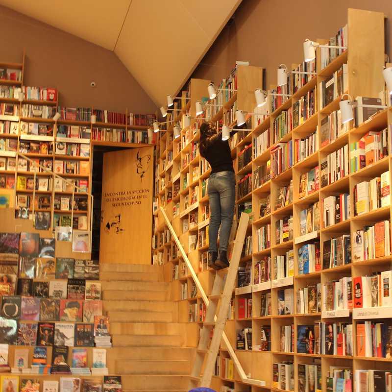 Livrarias, não farmácias , são comuns!