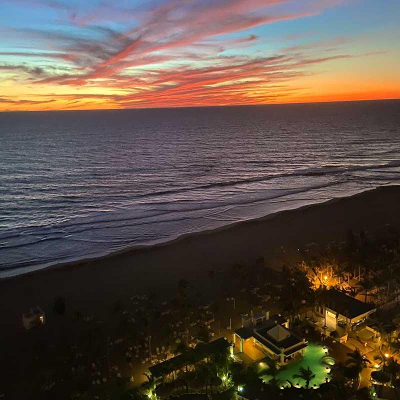 Hotel Riu Emerald Bay