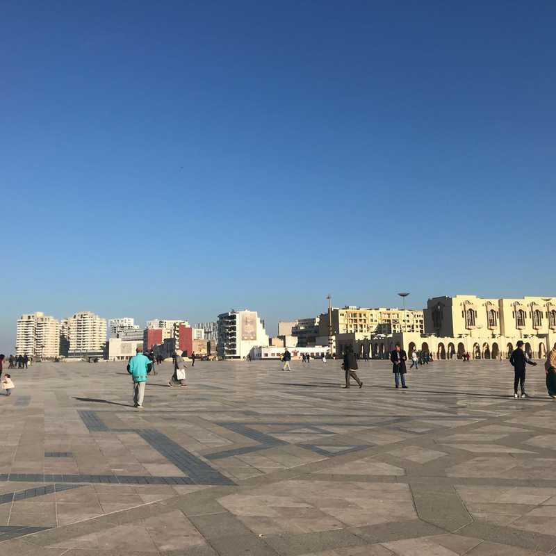 ساحة مسجد الحسن الثاني