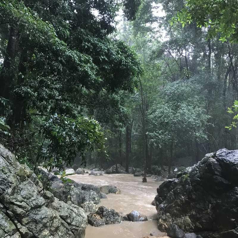 Na Mueang 1 waterfalls