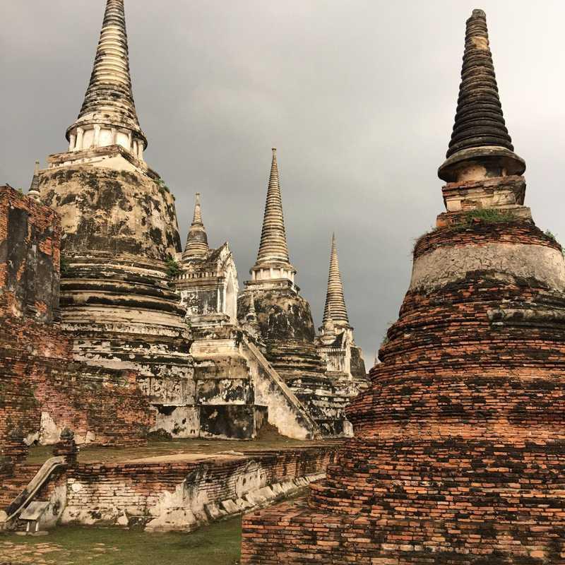 Visit Wat Phra Si Sanphet