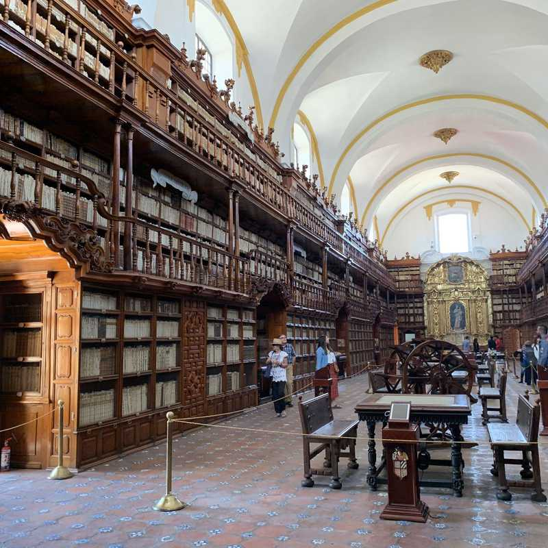 Place / Tourist Attraction: Biblioteca Palafoxiana (Puebla, Mexico)