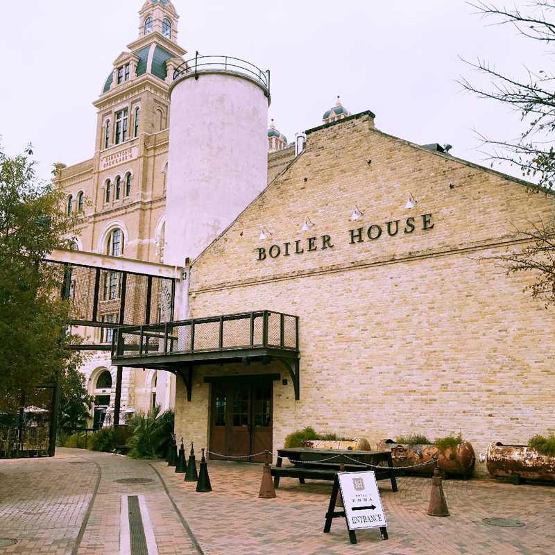 Visit Pearl Brewery District