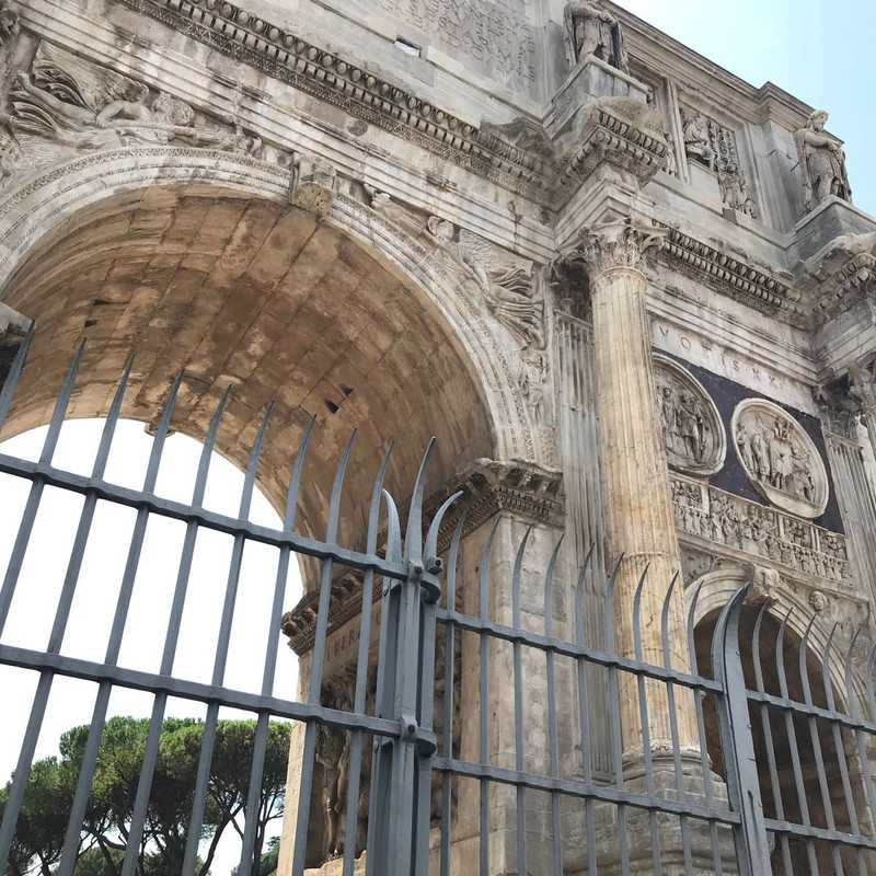Costantinòs Arch