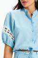Camisa Cropped de Linho Azul com Renda