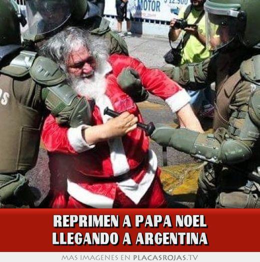 Reprimen a papa noel llegando a argentina