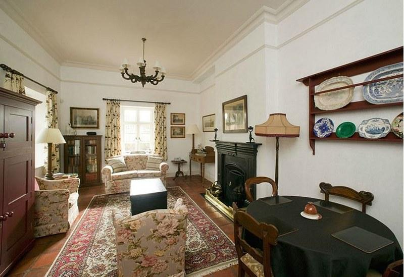 Completely restored by the Irish Landmark Trust, the interiors are elegant and traditionl