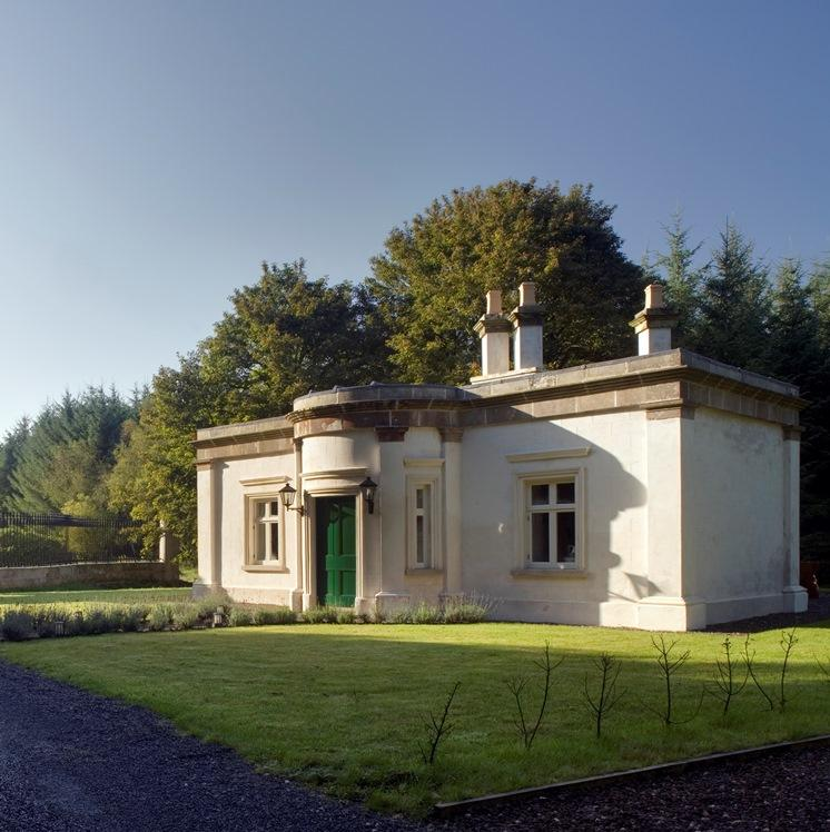 Triumphal arch gate lodge for Modern house holiday lets