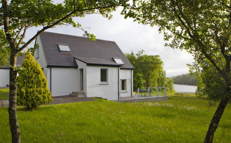 Set right by the water's edge, there are few finer locations in Fermanagh.