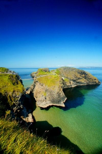 The stunning Carrick-a-rede rope bridge and Giant's Causeway are just minutes away..