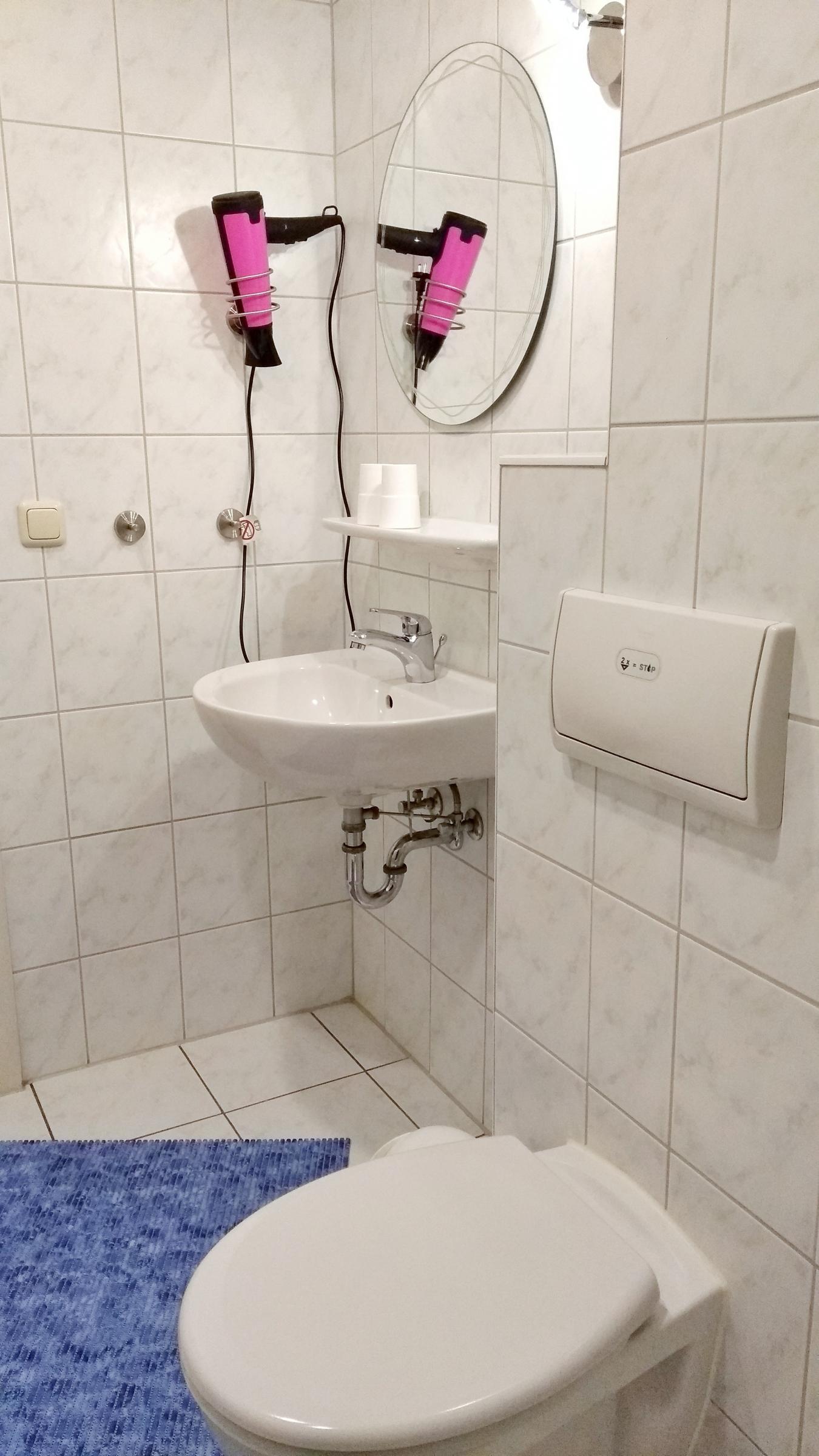 Dusche / WC / Fön