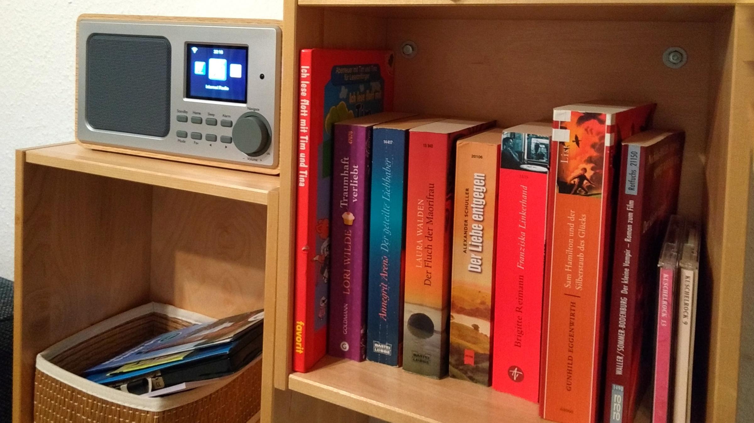 Lassen Sie Ihre Technik zu Hause, Mit diesem kleinen Klangwunder können Sie rauschfrei Radio hören oder über Bluetooth oder AUX Ihre Musik streamen.