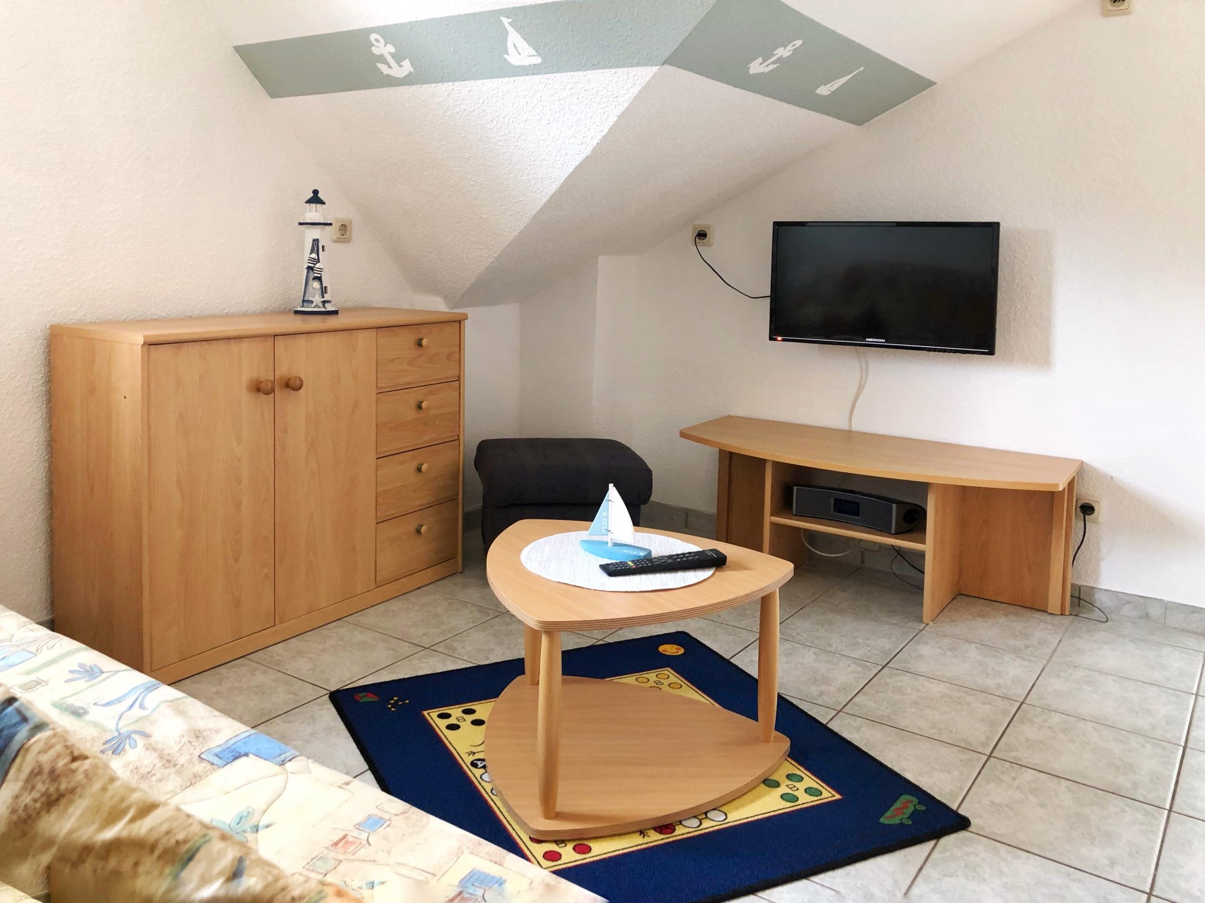 2. Schlafzimmer mit TV und Radio und direktem ZUgang zum 2. Dusch / WC - Raum