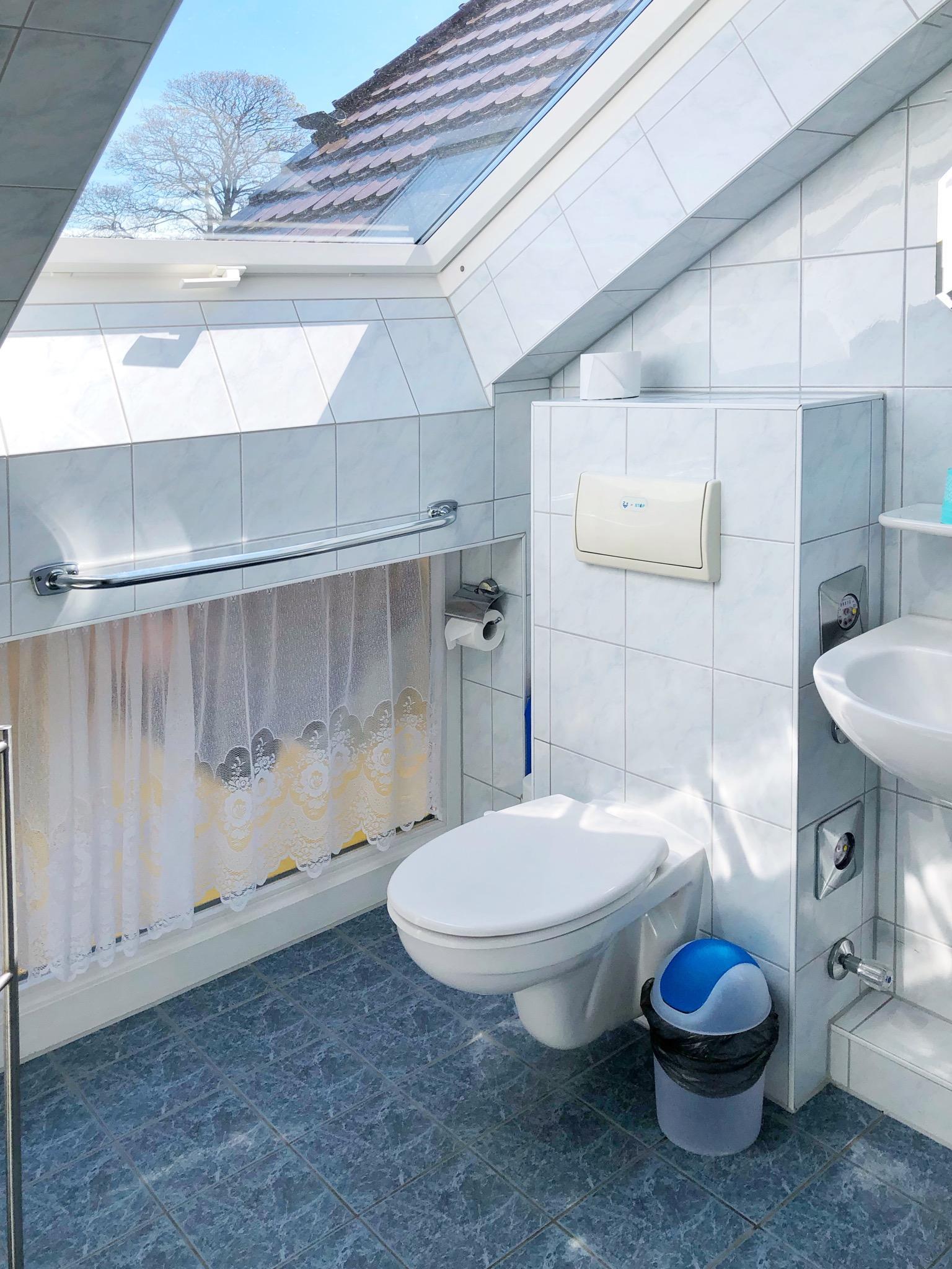 Helles freundliche Dusche /WC