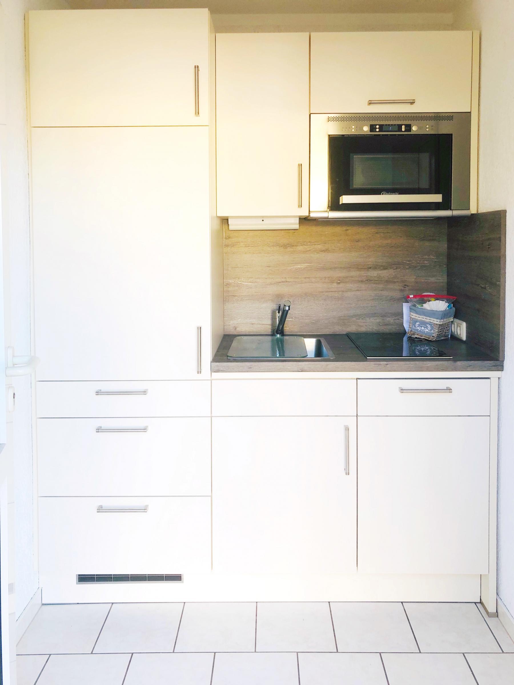 Neue Mini-Küche  - Geschirrspüler, Herd, Backofen, Kühlschrank