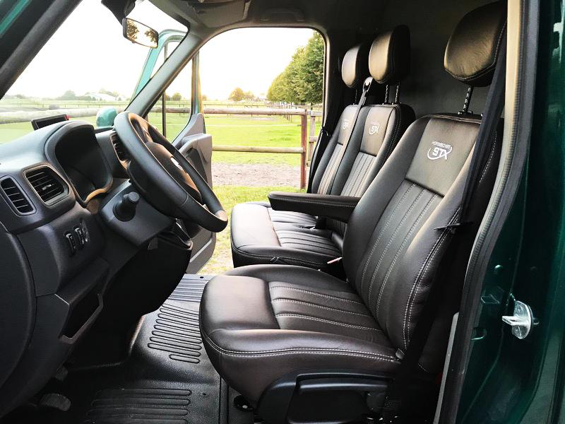 Tresitsig lastbil, manuell växellåda, modern miljömotor