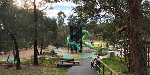 Verdant crescent park