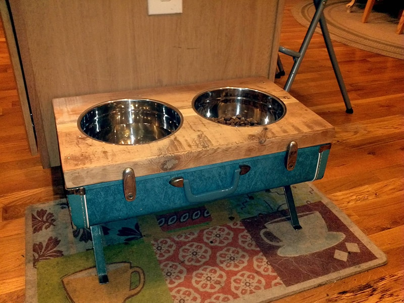 diy-pet-bowl-stand