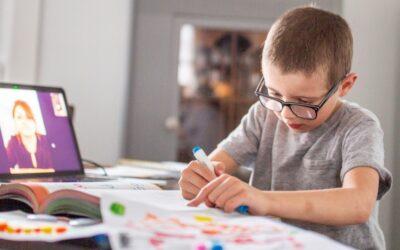 Crianças e professores à distância: alfabetização online