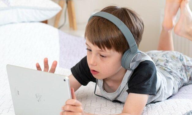 Por que limitar o tempo de tela das crianças?